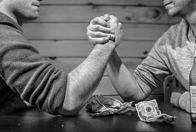 arm-wrestling-567950_1920-400x270-MM-100